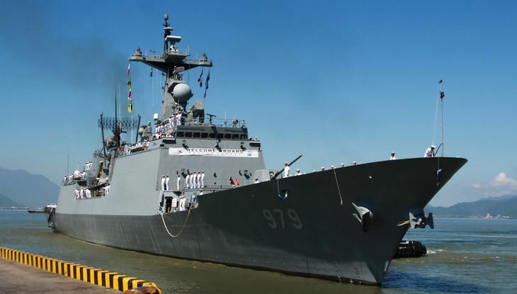 Des marins sud-coréens en visite à Dà Nang - ảnh 1