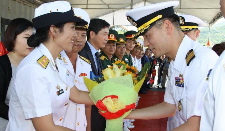 Des marins sud-coréens en visite à Dà Nang - ảnh 2