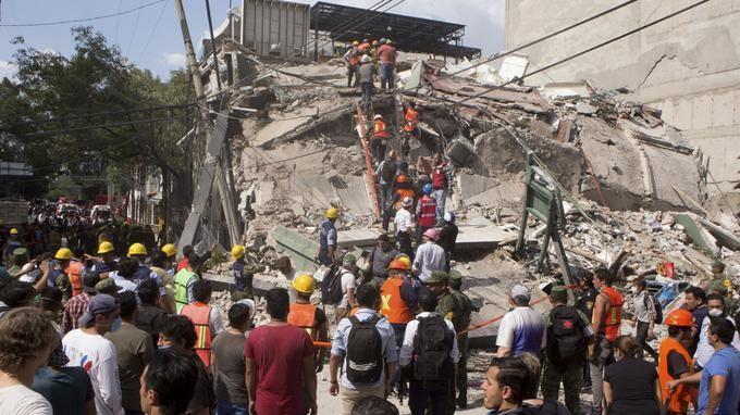 Plus de 200 morts dans un puissant séisme au Mexique - ảnh 1