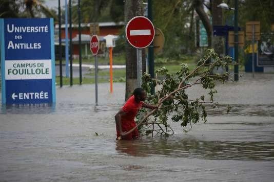 L'ouragan Maria a tué au moins une personne en Guadeloupe - ảnh 1