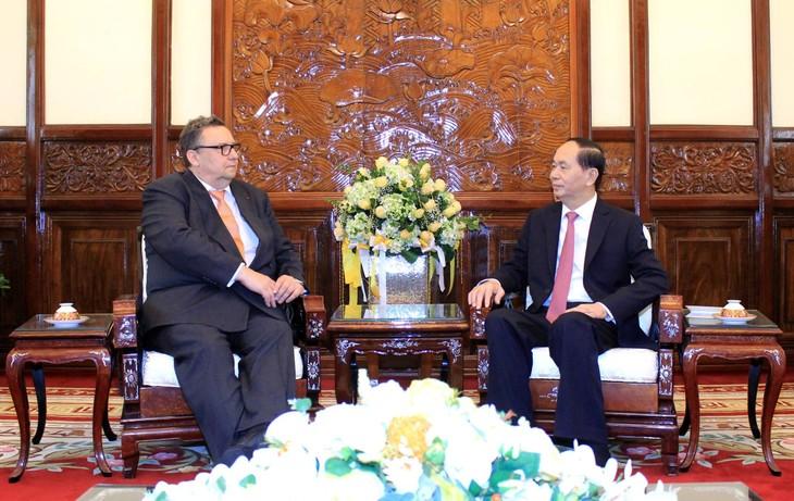 Le président Tran Dai Quang reçoit les ambassadeurs étrangers - ảnh 2