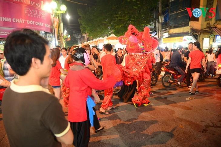 Activités culturelles à Hanoi en l'honneur de la fête de la mi-automne - ảnh 1
