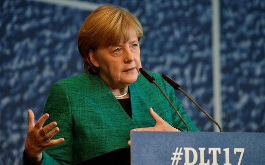 Angela Merkel souhaite une coalition avec les libéraux et les Verts - ảnh 1