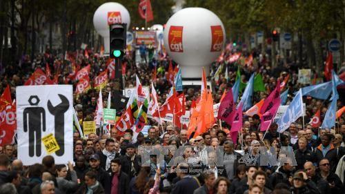 France: Les fonctionnaires dans la rue contre les mesures du gouvernement - ảnh 1