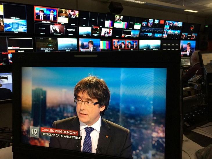 Catalogne: Carles Puigdemont libéré sous condition par la justice belge - ảnh 1