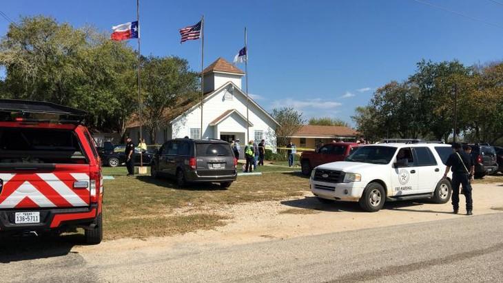"""Etats-Unis: une fusillade fait """"environ 25 morts"""" dans une église au Texas - ảnh 1"""
