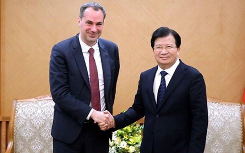 Trinh Dinh Dung reçoit les dirigeants du groupe allemand Siemens - ảnh 1