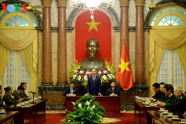 Tran Dai Quang rend hommage aux Laotiens ayant des mérites envers le Vietnam - ảnh 1