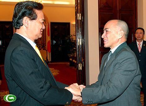 Premierminister Nguyen Tan Dung trifft kambodschanischen König - ảnh 1