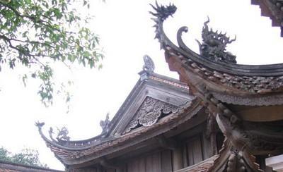 Die traditionelle Holzschnitzerei von Drachen-Mustern im Dorf Phu Khe  - ảnh 1