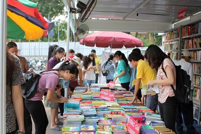 Bedeutung von Büchern für Jugendliche in der Hauptstadt Hanoi - ảnh 1
