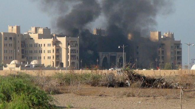 IS bestätigt Angriffe auf Gebäude der jemenitischen Regierung - ảnh 1