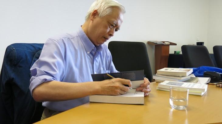 Astrophysiker Trinh Xuan Thuan vermittelt jungen Vietnamesen seinen Enthusiasmus   - ảnh 1