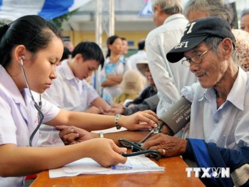 Krankenversicherung für Familie – Hilfe für arme Menschen in Lai Chau - ảnh 1