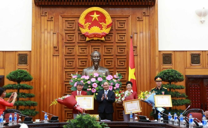 Der Premierminister überreicht Arbeitsorden erster Klasse an Hoang Xuan Vinh - ảnh 1