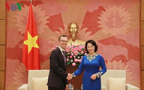 Nguyen Thi Kim Ngan trifft Botschafter Neuseelands und der Philippinen - ảnh 1