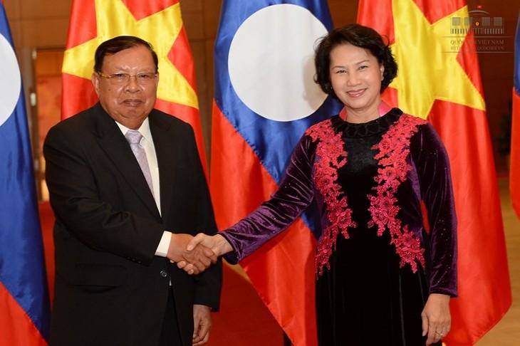 Nguyen Thi Kim Ngan trifft den LRVP-Generalsekretär, Laos Staatspräsidenten  - ảnh 1