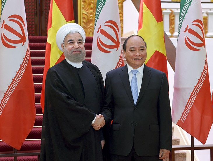 Premierminister Nguyen Xuan Phuc trifft Irans Präsident Hassan Rouhani - ảnh 1