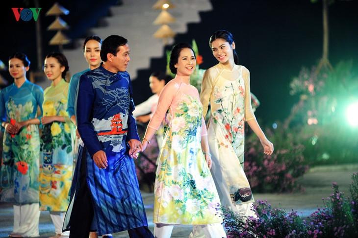 Berühmte vietnamesische Schauspieler versammeln sich beim Ao Dai-Festival Hanoi  - ảnh 10