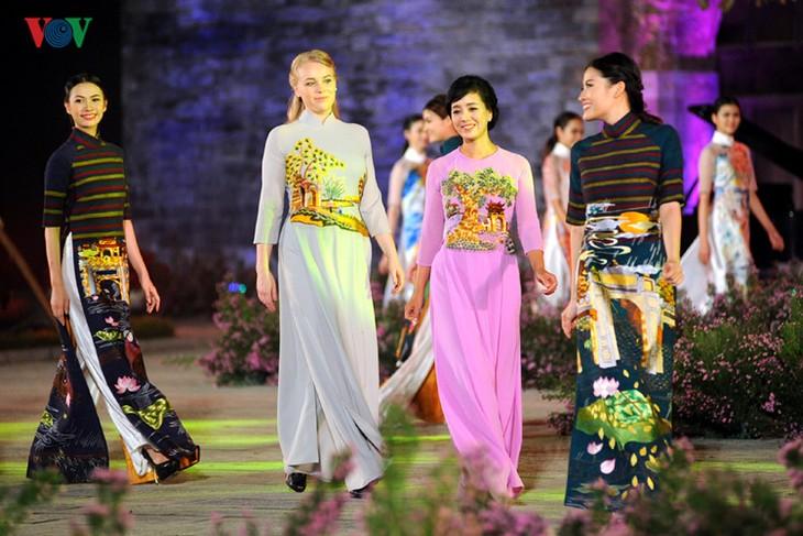 Berühmte vietnamesische Schauspieler versammeln sich beim Ao Dai-Festival Hanoi  - ảnh 2
