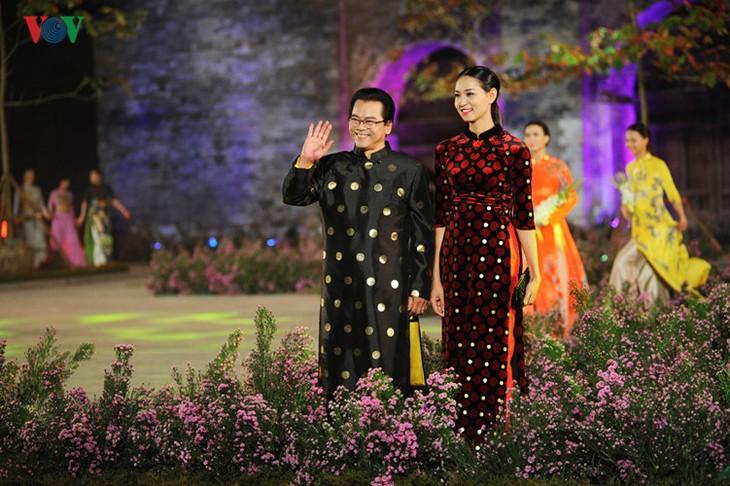 Berühmte vietnamesische Schauspieler versammeln sich beim Ao Dai-Festival Hanoi  - ảnh 4