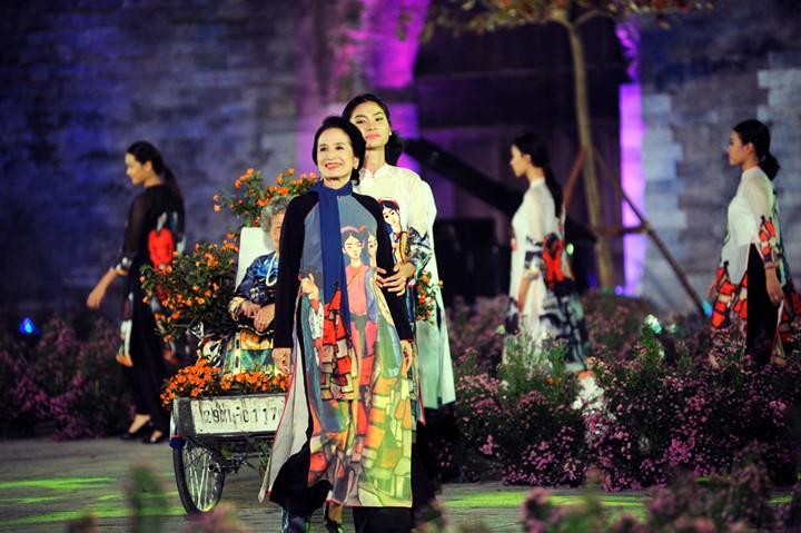 Berühmte vietnamesische Schauspieler versammeln sich beim Ao Dai-Festival Hanoi  - ảnh 9