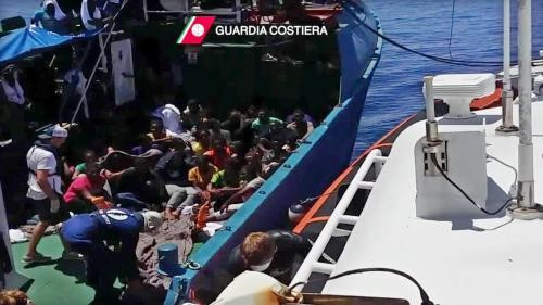 1400 Flüchtlinge im Mittelmeer gerettet - ảnh 1