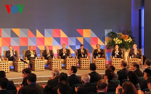 Aktivitäten des Staatspräsidenten am Rande des APEC-Gipfels - ảnh 1