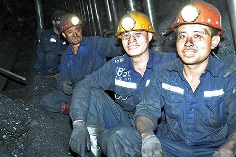 Monat der Arbeiter: mehr über die Arbeit der Bergleute erfahren - ảnh 1