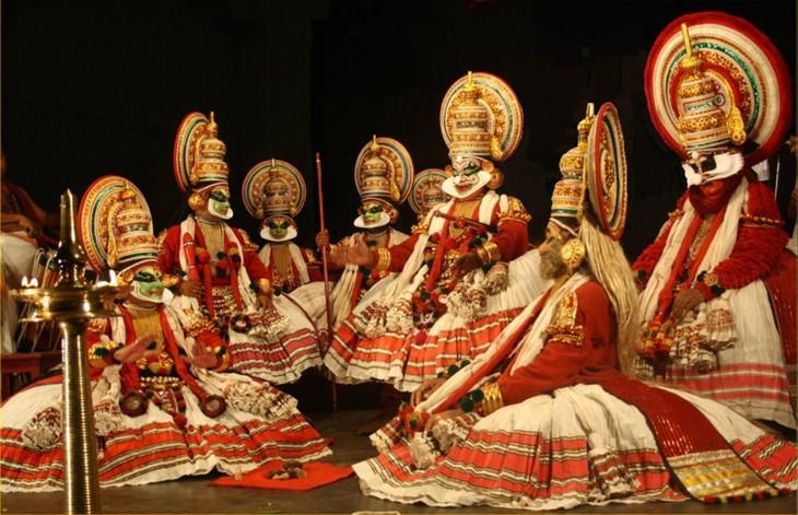 Indisches Kulturfest zieht Aufmerksamkeit von Touristen auf sich - ảnh 1