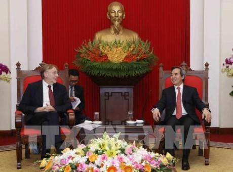 Nguyen Van Binh empfängt den Vorsitzenden des Handelsausschusses des EU-Parlaments - ảnh 1