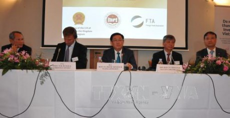 Vuong Dinh Hue nimmt am Seminar über Investitionsförderung in Brüssel teil - ảnh 1