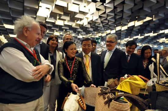 Vietnam menghadiri Pekan Raya barang-barang kerajinan tangan dan artistik internasional di  Italia - ảnh 1