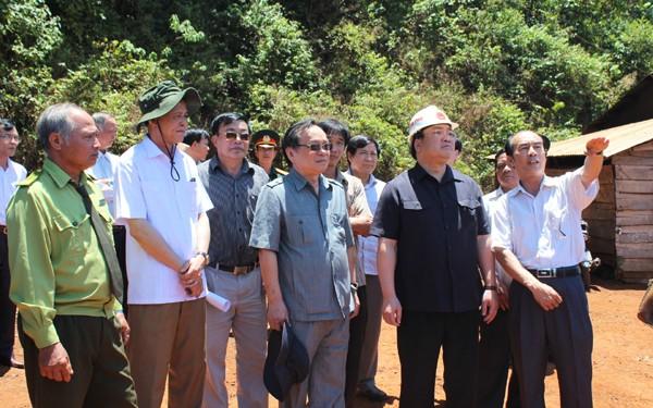 Perlu meningkatkan kehidupan warga etnis minoritas yang menerima tugas mengelola dan menjaga hutan - ảnh 1