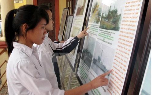 """Pameran peta dan dokumen """"Kepulauan Hoang Sa, Truong Sa milik Vietnam-  bukti-bukti sejarah dan hukum"""