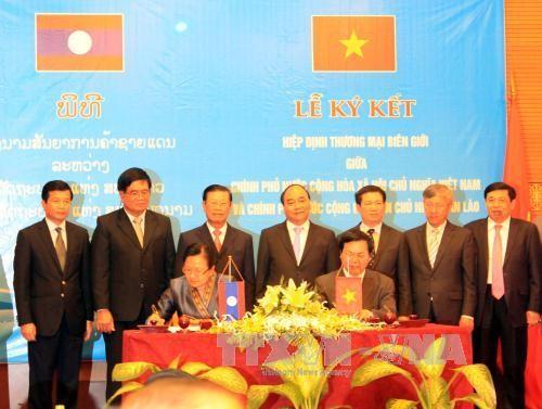Menandatangani Perjanjian perdagangan perbatasan antara dua negara Vietnam-Laos - ảnh 1