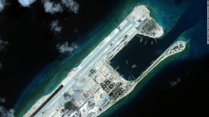 Opini umum internasional memprotes Tiongkok melakukan uji ke landasan terbang yang dibangun secara tidak sah di kepulauan Truong Sa - ảnh 1