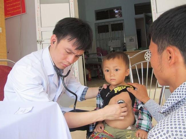 Kira-kira 20.000 orang anak miskin mendapat pemeriksaan penyaringan penyakit jantung secara gratis - ảnh 1