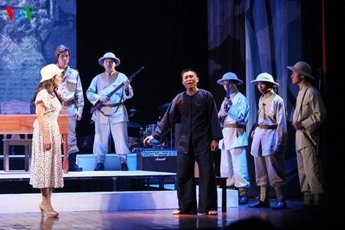 """Pagelaran lakon opera klasik Cai Luong """"Fajar"""" - ảnh 1"""