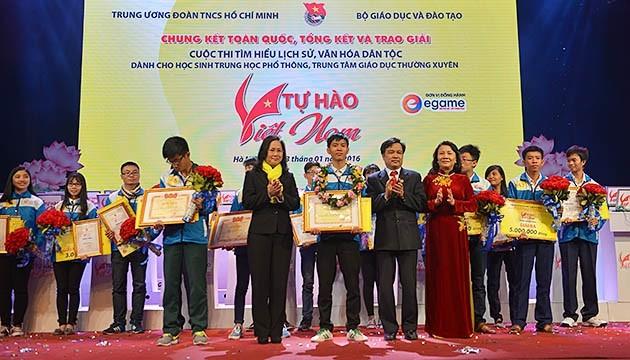 """Acara evaluasi dan penyampaian hadiah sayembara mencaritahu tentang kebudayaan dan sejarah bangsa """"Banggalah Vietnam"""" - ảnh 1"""