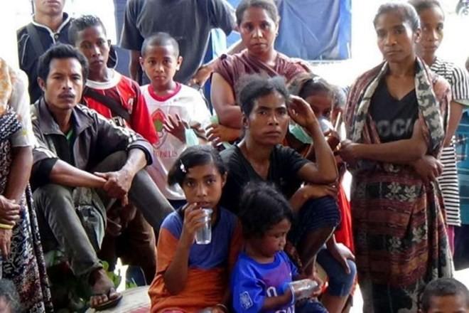 Kira-kira 1.200 penduduk Indonesia harus mengungsi karena letusan gunung api Egon - ảnh 1