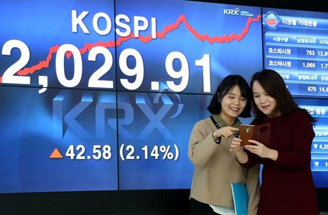 Republik Korea menyerap perusahaan-perusahaan Vietnam melakukan listing di pasar efek - ảnh 1