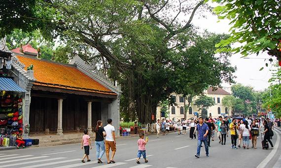 Ciri budaya baru di zona untuk  pejalan kaki di sekitar Danau Hoan Kiem  - ảnh 1