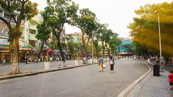 Ciri budaya baru di zona untuk  pejalan kaki di sekitar Danau Hoan Kiem  - ảnh 10