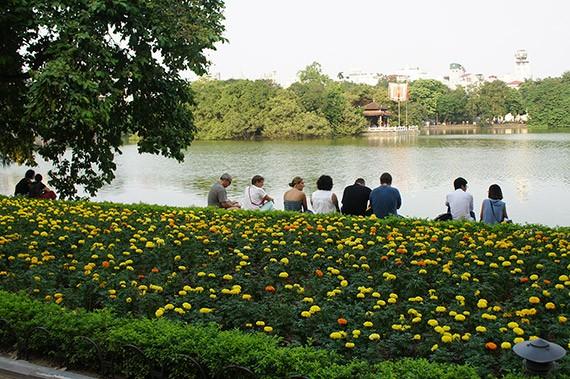 Ciri budaya baru di zona untuk  pejalan kaki di sekitar Danau Hoan Kiem  - ảnh 11