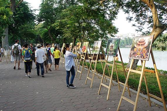 Ciri budaya baru di zona untuk  pejalan kaki di sekitar Danau Hoan Kiem  - ảnh 2