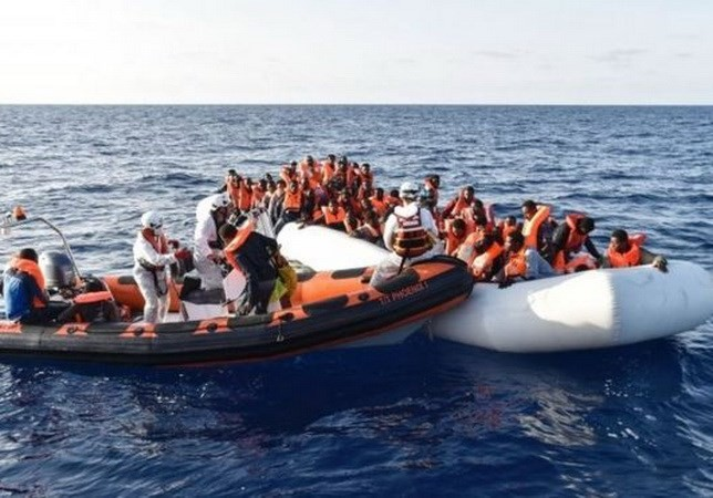 Lebih dari 100 orang yang tewas dalam kasus tenggelamnya kapal di lepas pantai Libia - ảnh 1