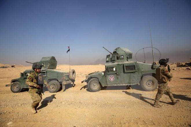 Kira-kira 42.000 orang meninggalkan kota Mosul untuk pergi mengungsi - ảnh 1
