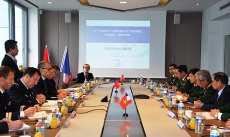 Vietnam-Perancis menuju ke hubungan kerjasama pertahanan yang efektif, substantif dan pantas dengan hubungan kemitraan strategis - ảnh 1