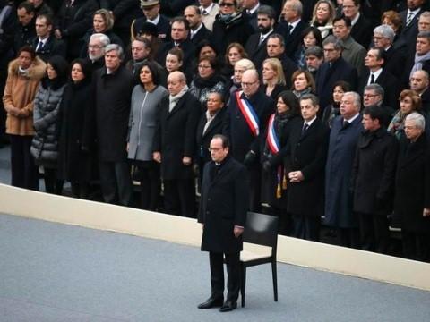 Perancis mengadakan banyak aktivitas untuk mengenangkan para korban dalam serentetan serangan teror pada 13/11/2015 - ảnh 1